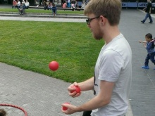 Tom Butterworth juggling at Manchester event